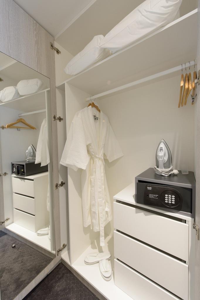 Garden Suite - Wardrobe